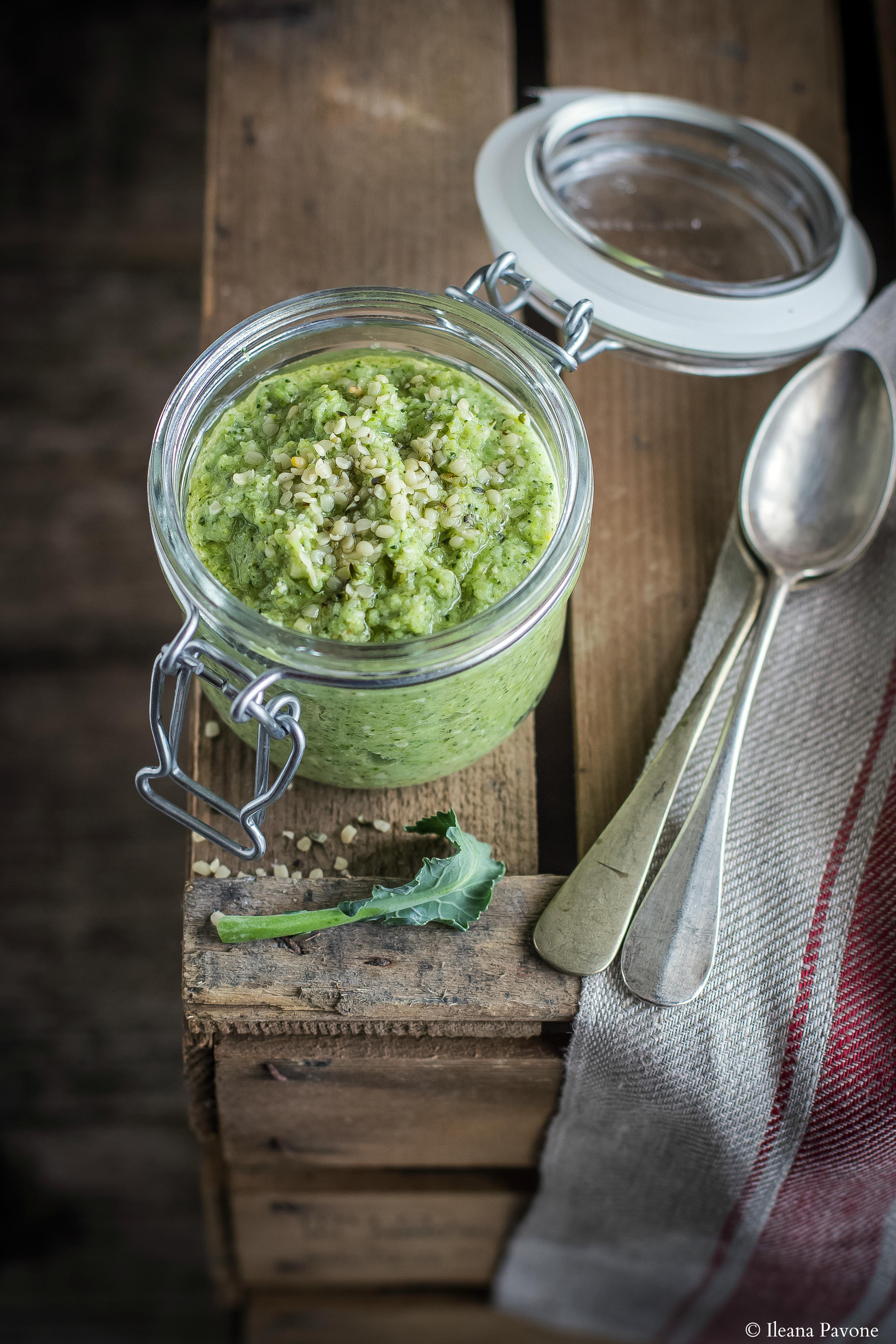 Pasta con crema di broccoli e semi di canapa