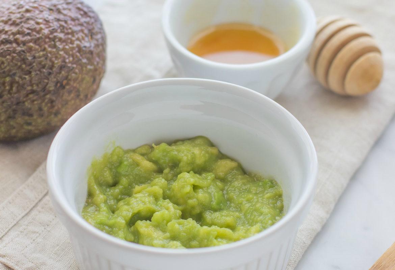 Come preparare una maschera nutriente all'avocado