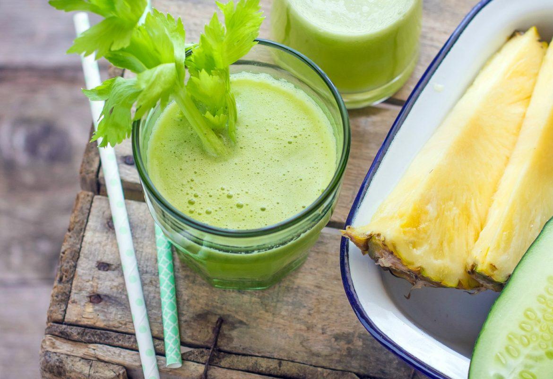 Estratto drenante al cetriolo, ananas e sedano
